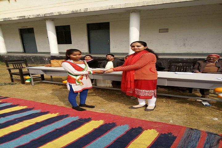 Abhinav Vidyalaya Karora-Award Receiving