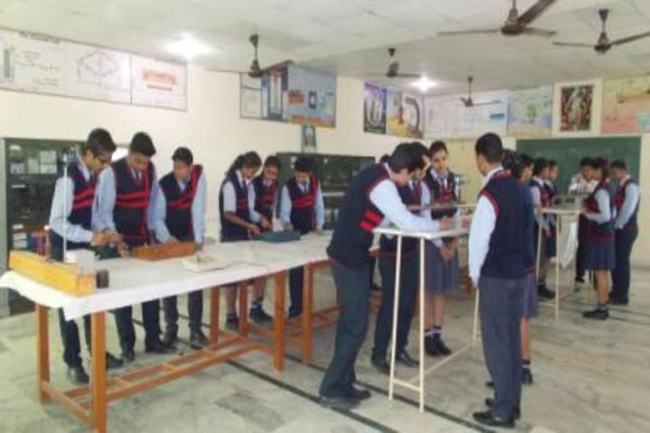 Amarnath Vidya Ashram Senior Secondary School-Physics Lab
