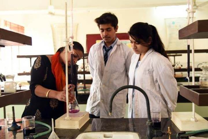 Cambridge School-Chemistry Lab