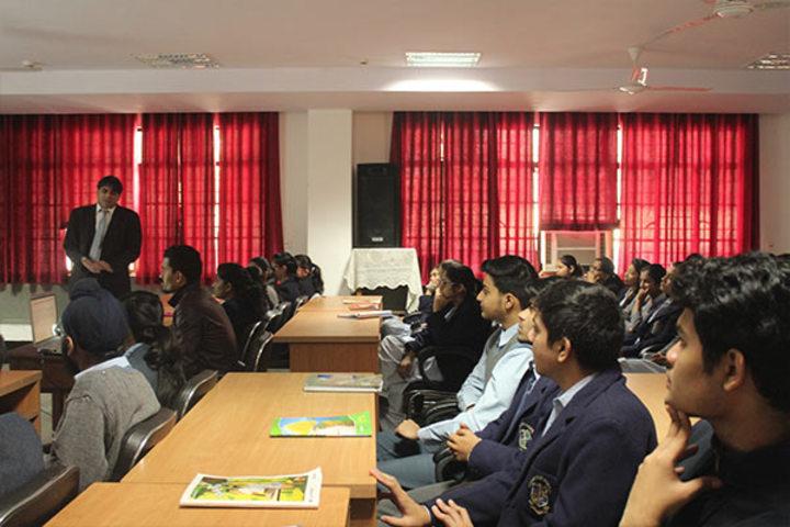 Cambridge School-Seminar Room