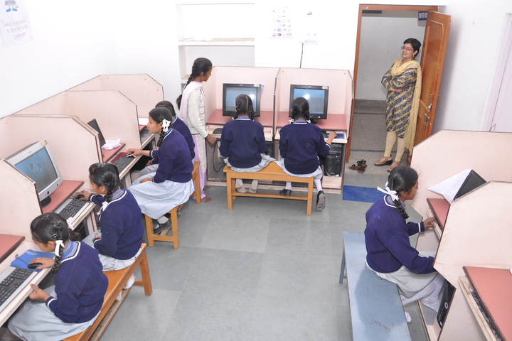 Capital Public School-Computer Lab
