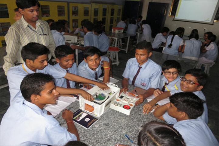 ColonelS Brightland Public School-Robotics Lab