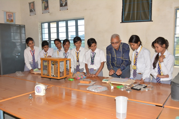 Secondary Delhi Public School-Physics Lab