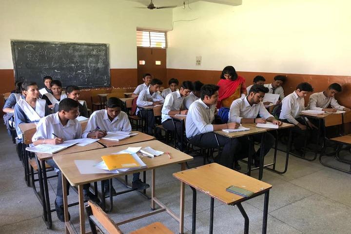 Dayawati Dharmavira Public School-Classroom