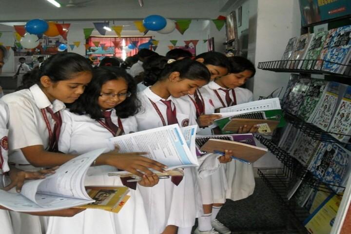 Dayawati Modi Academy-Books Exhbition