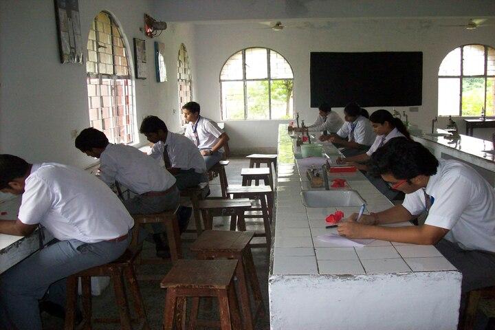 Dayawati Modi Public School-Biology Lab