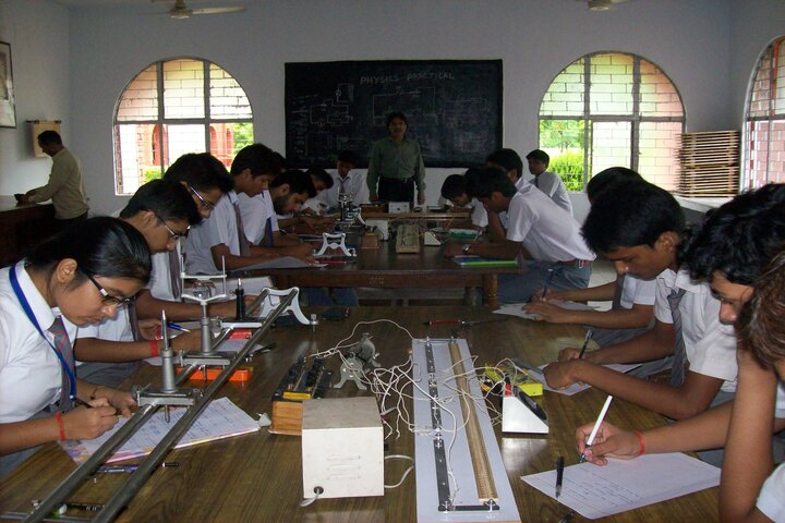 Dayawati Modi Public School-Physics Lab
