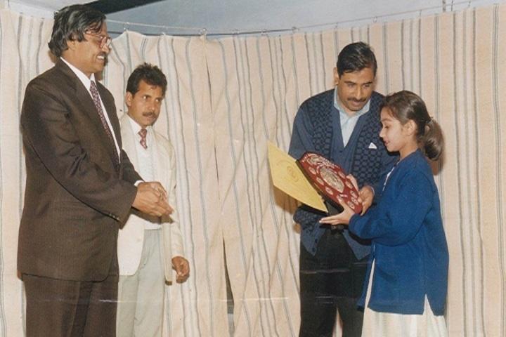 Dr Jagdish Memorial Public School-Prize Distribution