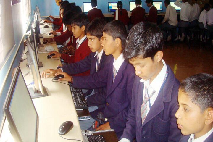 Einstein Public School-Computer lab