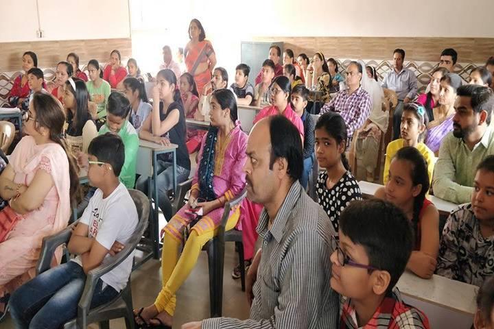 Everest Public School-Parent Teacher Meet