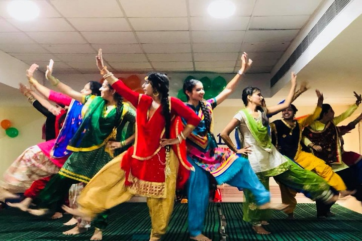 Ftune Wld School-Dance Room