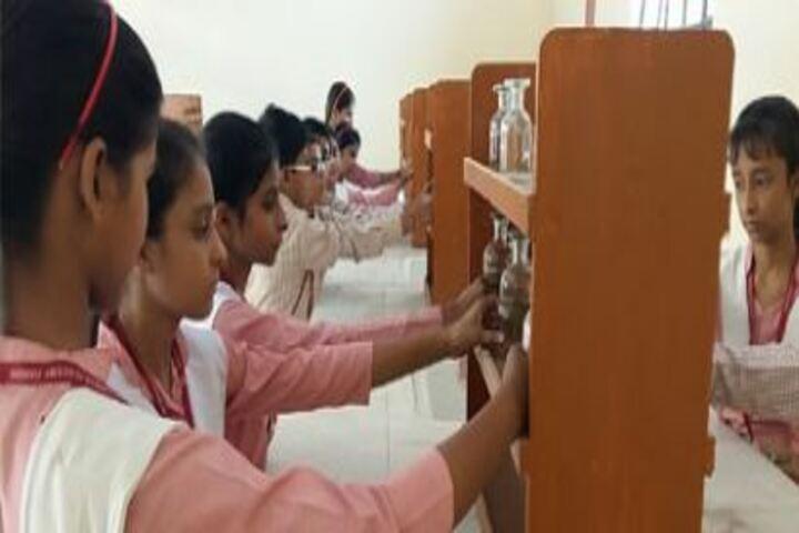 Geetagyan Sanskar Academy-Chemistry Lab