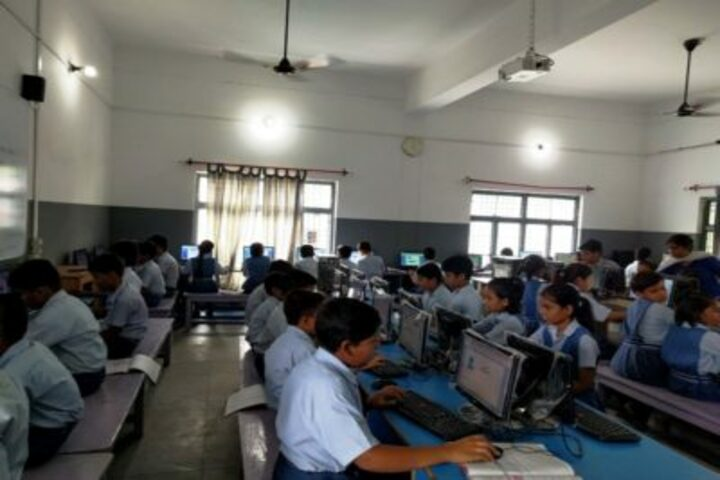 Guru Kripa Divine Grace Public School-IT Lab