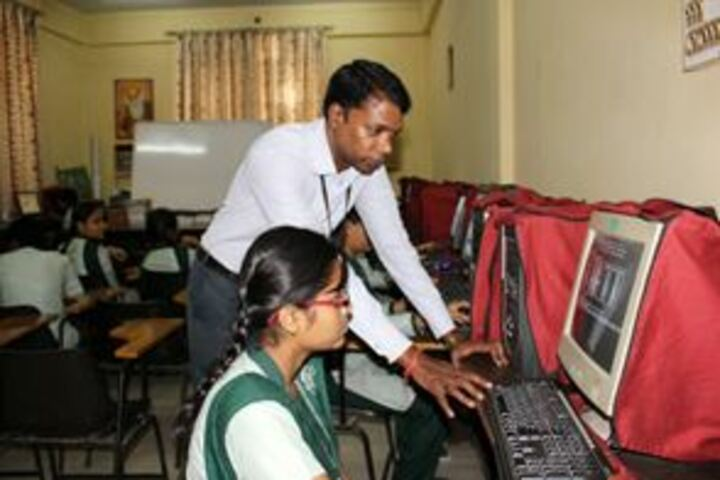 Guru Nanak Public Senior Secondary School-IT-Lab
