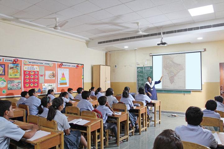 Heera Singh Public School-Smart Classroom