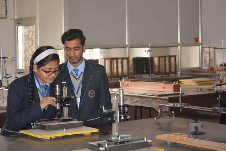 Imperial International School-Physic-Lab