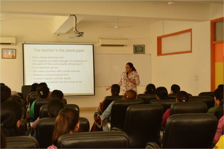 Indraprastha Global School-Smart-Classroom