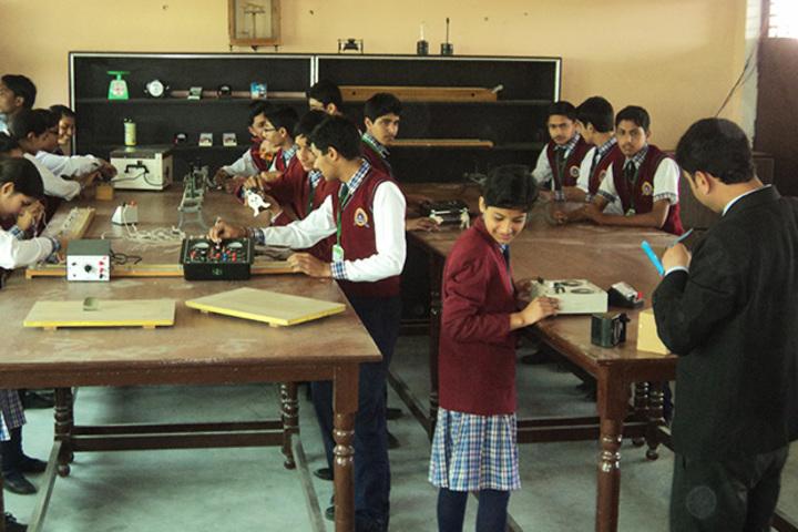 Indraprastha Public School-Lab