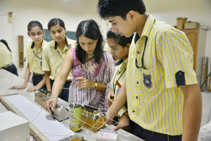 Indus Valley Public School-Science Lab