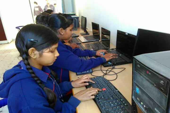 Jaish Public School-Computer-Lab