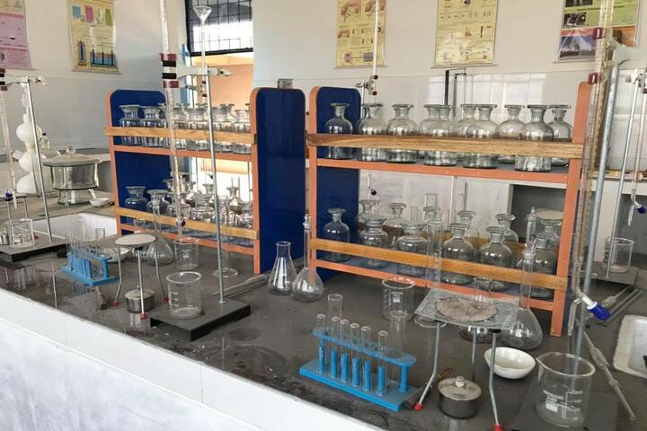 Jaish Public School-Science-Lab