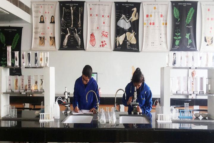 Khaitan Public School-Lab