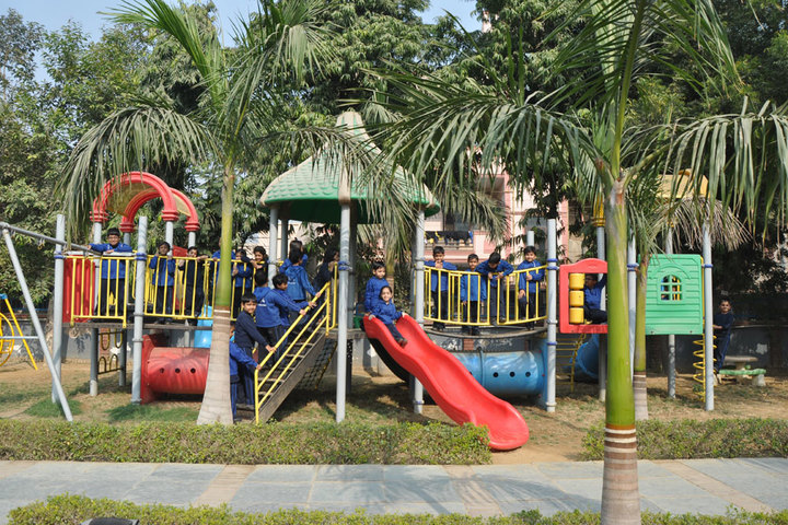 Khaitan Public School-Play Area