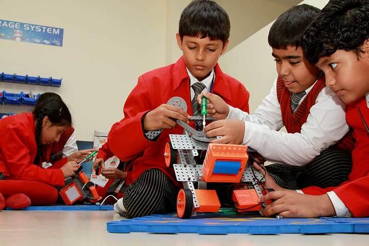 Maa Gayatri Memorial Kaushambi Presidency School-Robotics-Lab