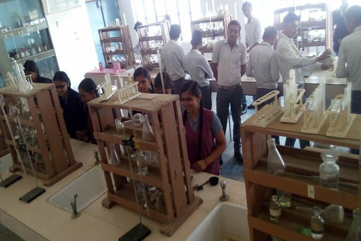 Madanmohan Kalawati Sarraf Saraswati Vidya Mandir-Lab