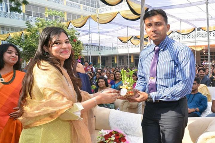 Meerut Public Girls School-Fecilitation Ceremony