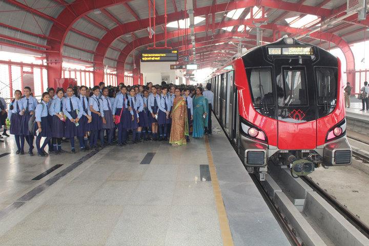 Navayuga Radiance Bilingual Senior Secondary School-Metro Visit
