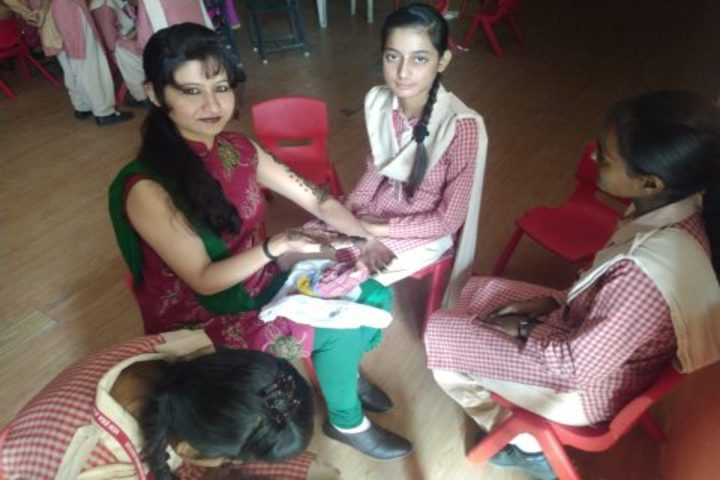 New Era English Academy-Mehandi Competition