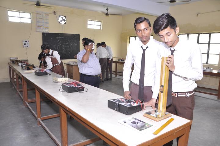 Om Prakash Ganapati Memorial School - Physics lab