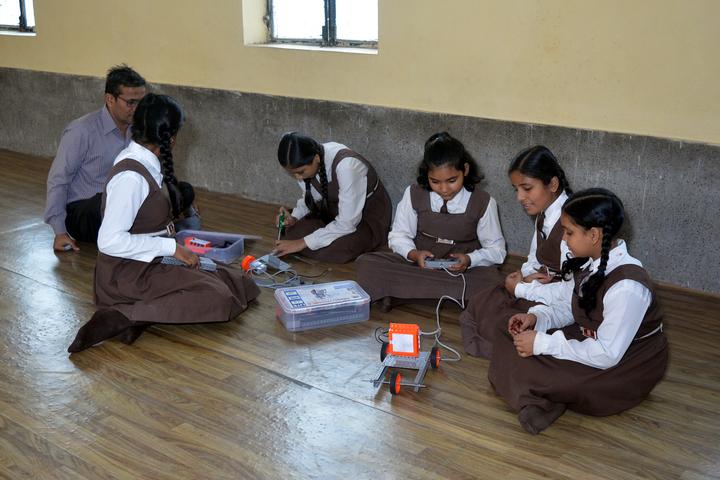 Om Prakash Ganapati Memorial School - Robotic lab