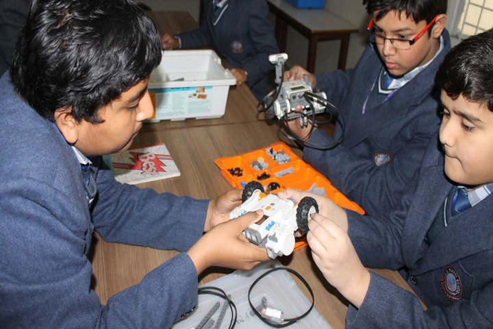 P M S Public School-Robotic Lab