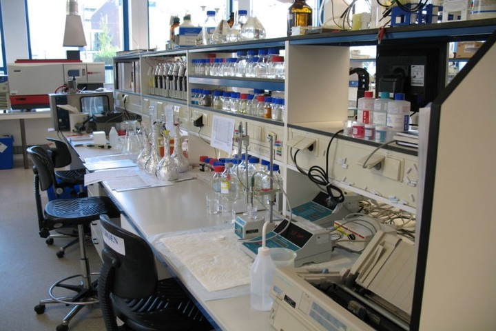 Pioneer Montessori Inter College-Science Lab