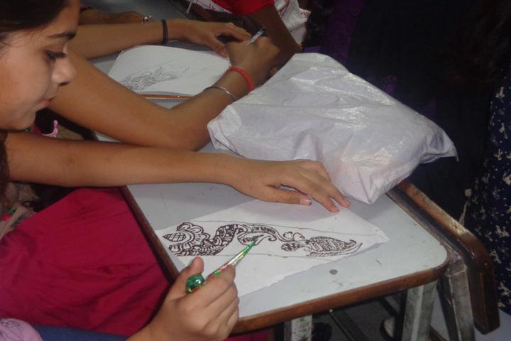 Premier International School-Mehandi Competition