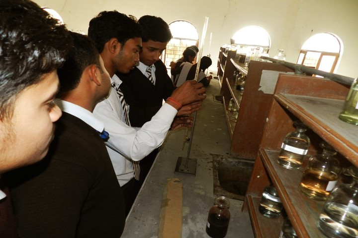 R K Education Centre-Chemistry Lab
