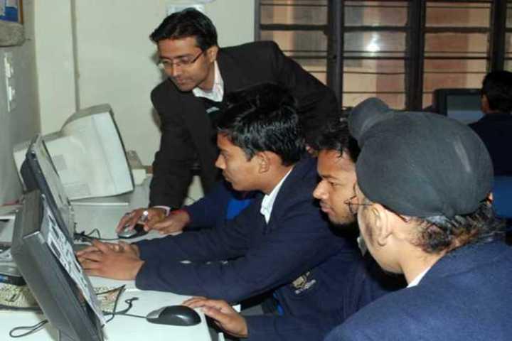 R R Morarka Pub School-computer lab