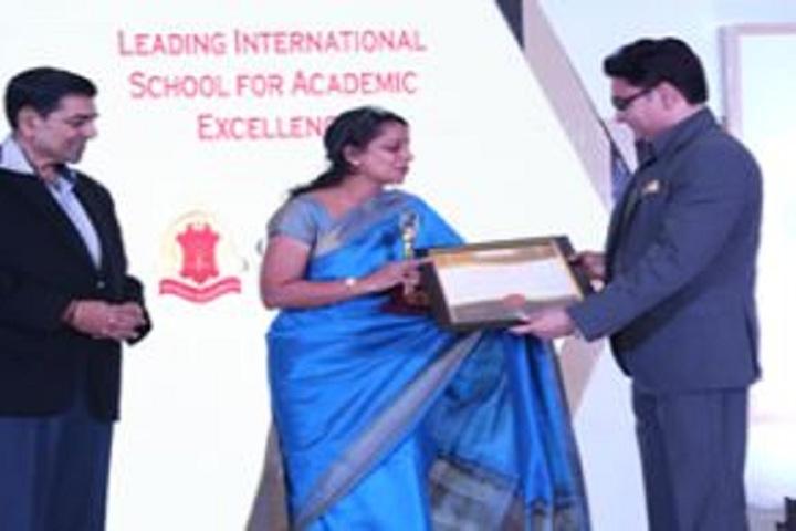 Gems School-Award Receiving