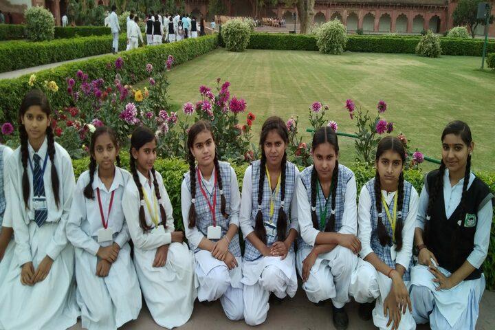 Rajnish Convent School-School Lawn