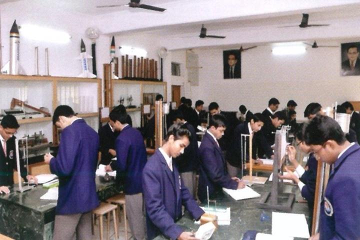 Rani Laxmi Bai Memorial School-Physics Lab