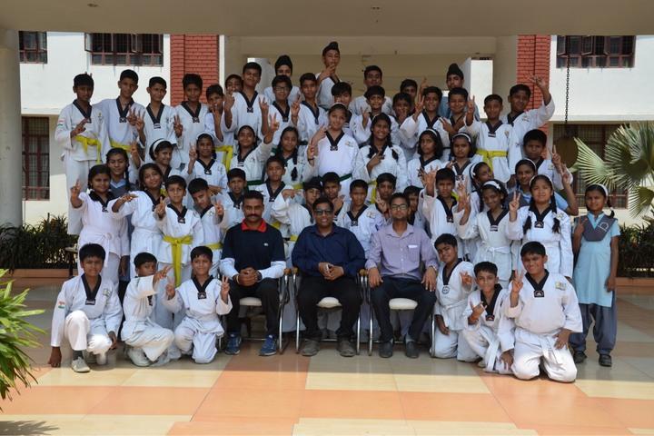 S R International School-Class Photo