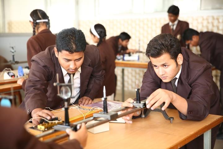 Sachdeva Millennium School- Physics lab