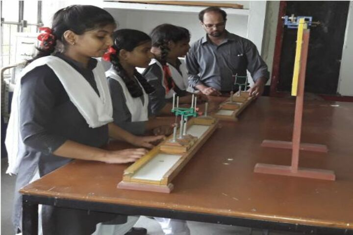 Sainik Public School-Physics lab