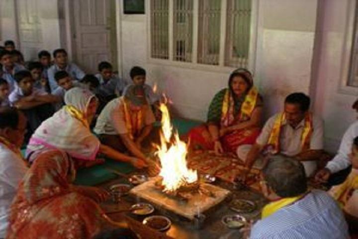 Saraswati Bal Mandir-Performing Pooja
