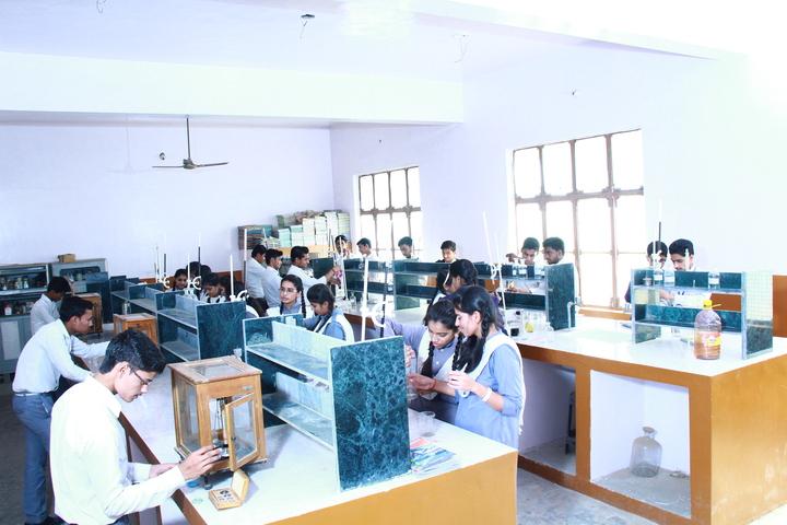 Saraswati Vidya Mandir Senior Secondary School-Chemistry Lab