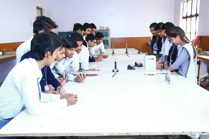 Saraswati Vidya Mandir Senior Secondary School-Physics Lab