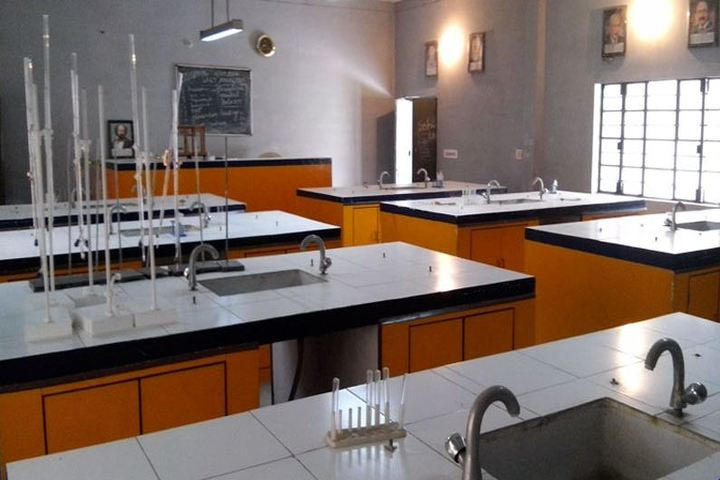 Sarla International Academy-Chemistry lab