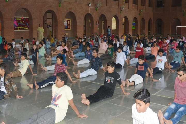 Scholar Mission School-Yoga